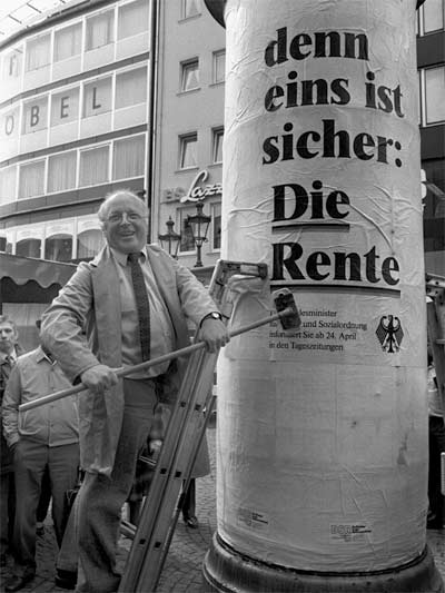 Kern der INSM-Themenkampagne zur privaten Altersvorsorge war und ist bis heute das öffentliche Diskreditieren von Norbert Blüm als realitätsfremde Witzfigur (negative campaigning); Foto: Darchinger